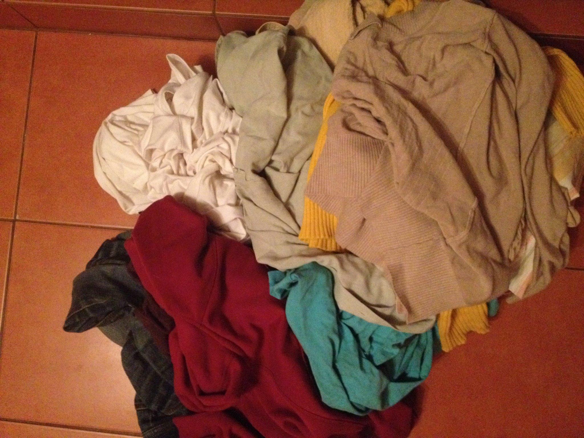 9362990f9a Sötét és fehér ruhák színfogós mosás után ...