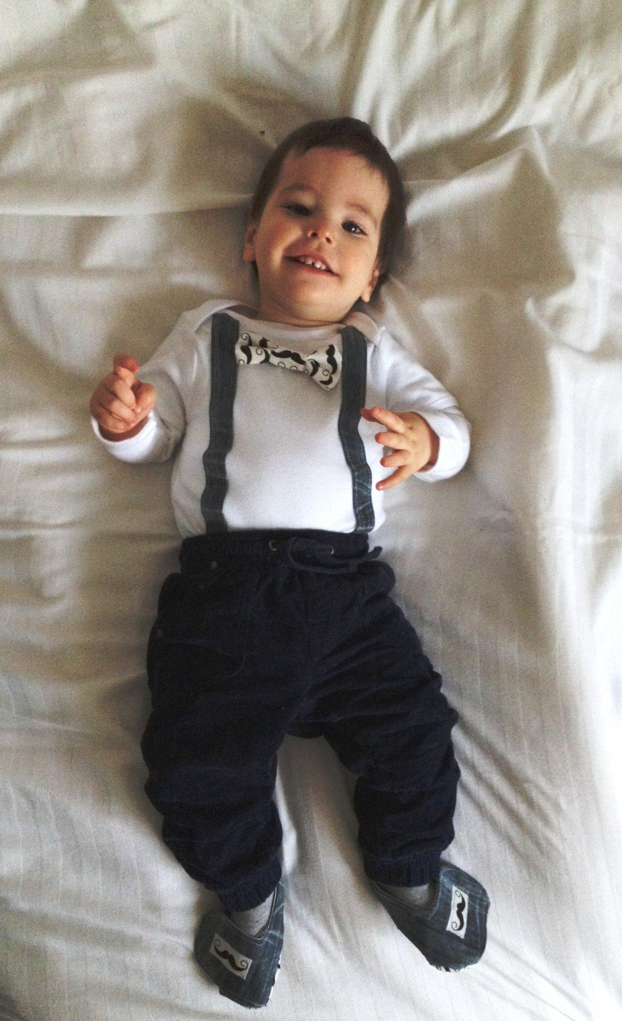 Praktikus szülinapi ruha 1 éves kisfiúnak  9a3fb2d28c