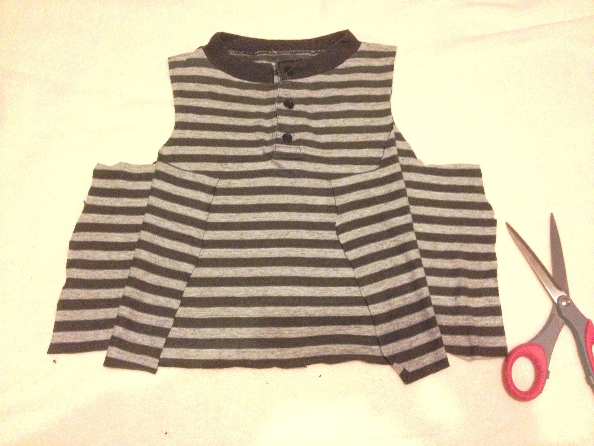 368eac6f35 Így készíts nyári gyerekruhákat, ha csak olló van Nálad!